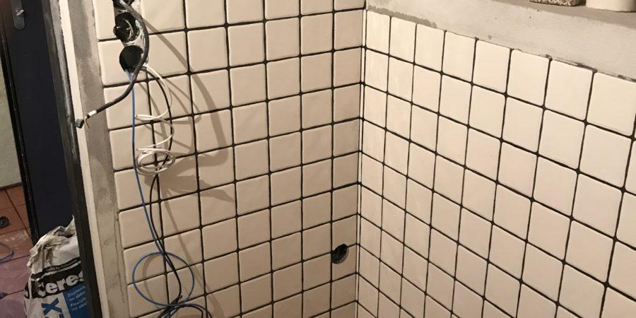 Ing. Jiří Čížek nás zachránil. Při rekonstrukci koupelny jsme mysleli, že využijeme starou elektriku, ale zedník nám to vymluvil. Udělali jsme dobře, že jsme udělali novou elektriku. Perfektní domluva, ještě jednou děkujeme. Tomáš K., Plzeň